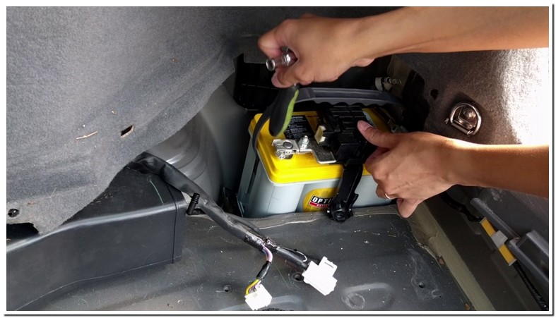2008 Prius 12 Volt Battery Replacement